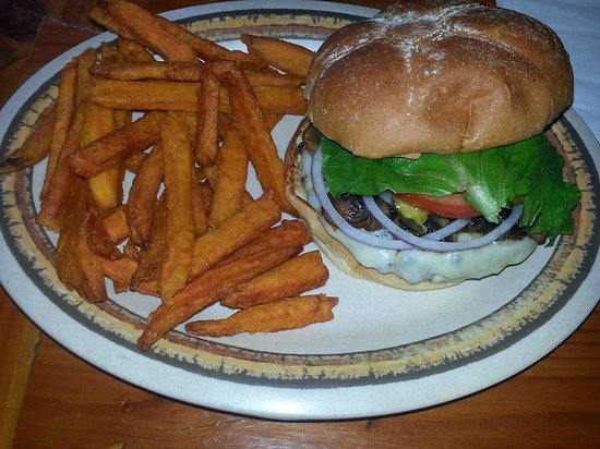 Big Rock Cafe: delicious burgers and sweet potato fries