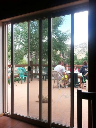 Big Rock Cafe: Casual Patio Dining