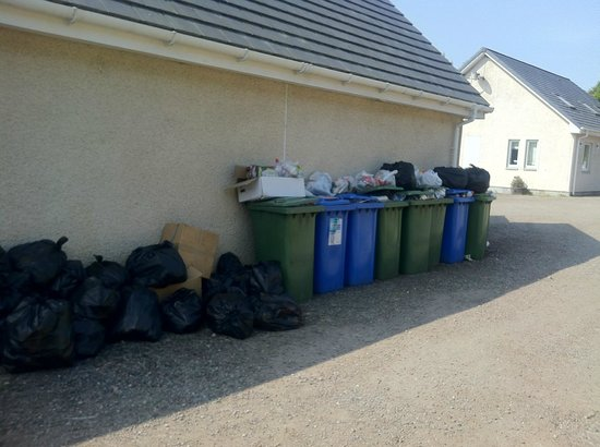 Bearnock  Country Cottages : bins at the rear of hostel, no attempt to have them screened off before bin day