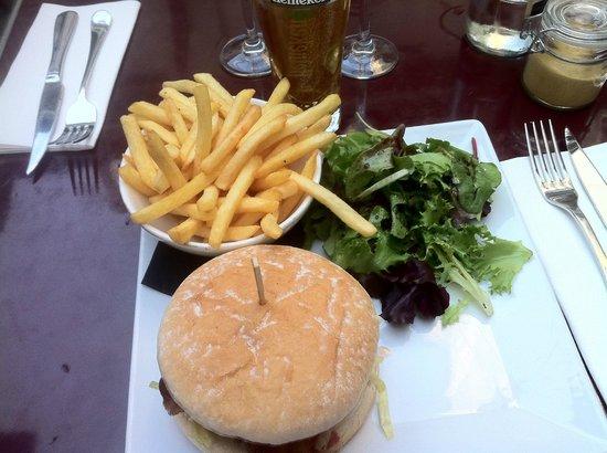 Relais Odéon : Bacon Blue Cheese Burger