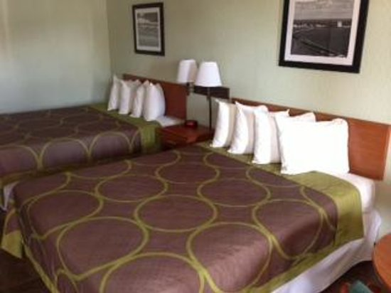Super 8 South Padre Island : clean beds/clean sheets
