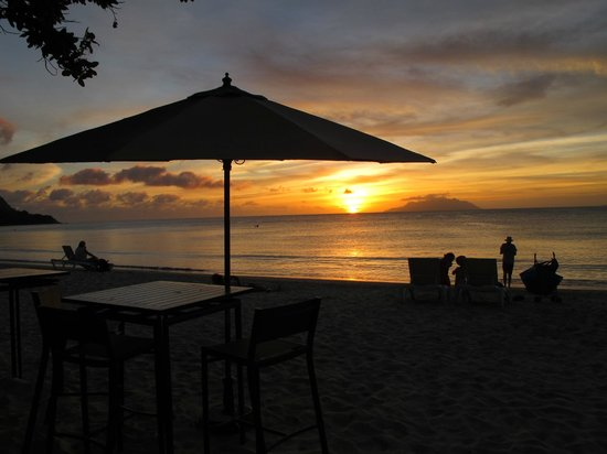 Sunset - Coral Strand Smart Choice Hotel Seychelles