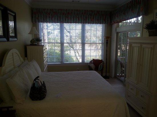 Litchfield Beach & Golf Resort: master bedroom