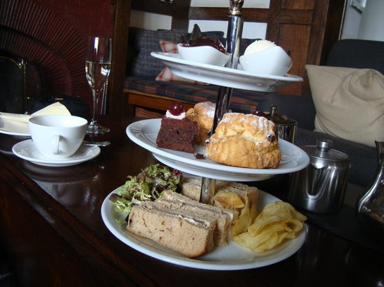 Lindeth Howe Country House Hotel: afternoon tea