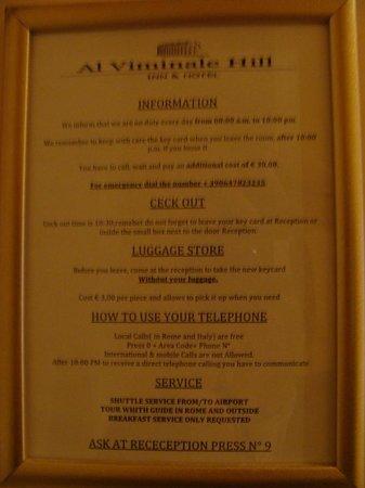 Al Viminale Hill Inn & Hotel: Quadro com avisos no quarto