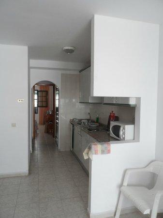Morana Apartments: kitchen area