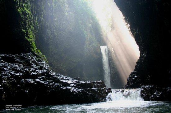 """Tlapacoyan, México: """"El Encanto Waterfall"""""""