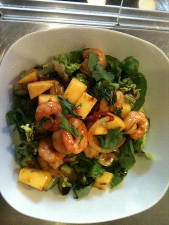 Leonora's Kitchen: chilli prawn and mango salad