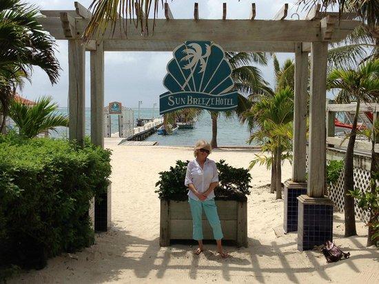 SunBreeze Hotel: Beach access