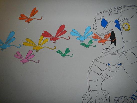 Dragonfly Hostels: Wall artwork