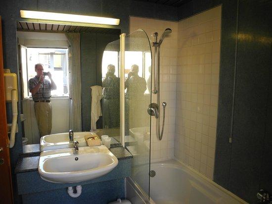 Hotel Madrid's spacious bathrooms