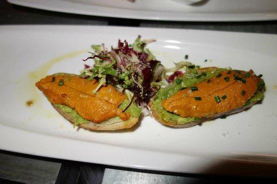 Bar Crudo: Corail d'oursin, très finement iodé et bien présenté, délicieux