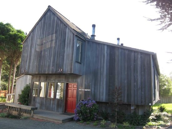 Cobbler's Walk Mendocino: What the outside of the room looks like - very rustic