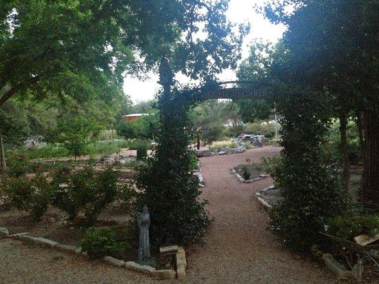 Fredericksburg Herb Farm - Sunday Haus Cottages: The garden