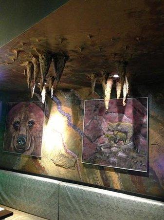 Restaurante Pizzeria Oco: las estalactitas...lo normal en una cueva donde el oso inverna!!!!