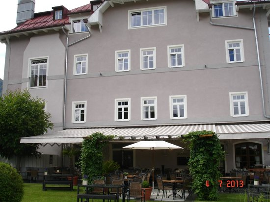 Alpenhotel Wittelsbach: Wittlesbach from the garden