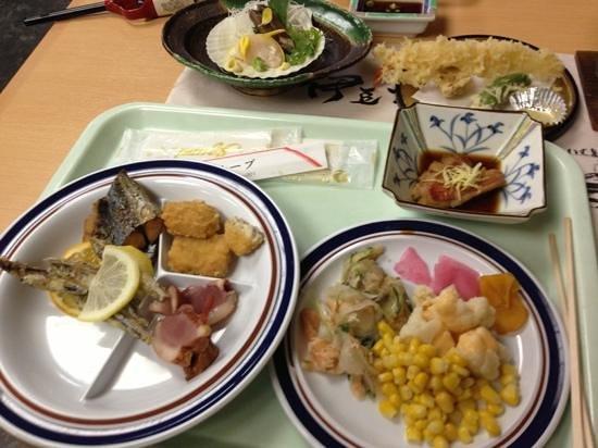 Atagawa Grand Hotel: バイキングの夕食です