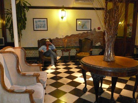 Hotel Posada del Virrey: Sector para relajarse y leer