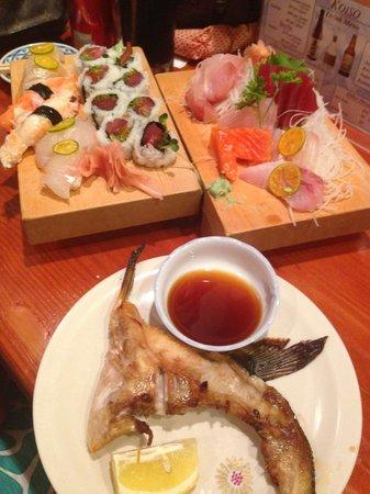 Koiso Sushi Bar : Sashimi Combo, Spicy Tuna Roll, other nigiri and the Hamache kame