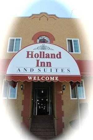 Holland Inn & Suites: Front