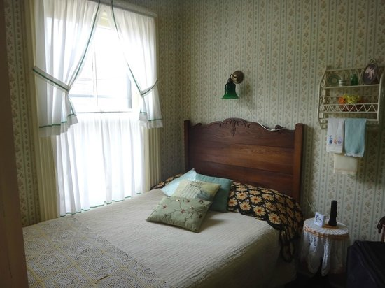 Duchess Of Kent Inn: One of the bedrooms in the 2nd floor suite
