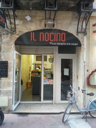 IL Nocino : l'entrée principal de cette super pizzeria au pizza bien différente de celle que l'on connait :)