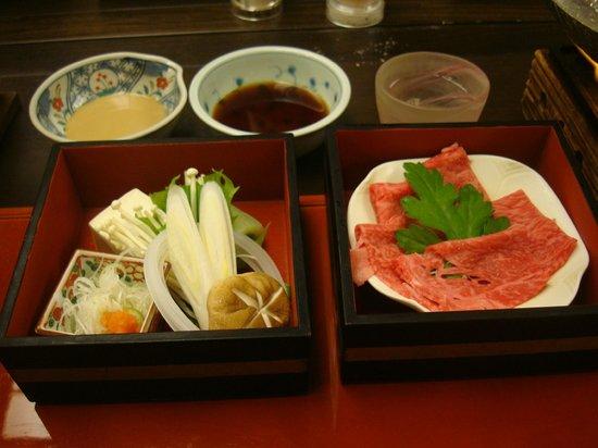 Hanaougi Bettei Iiyama: Hida beef for hot pot
