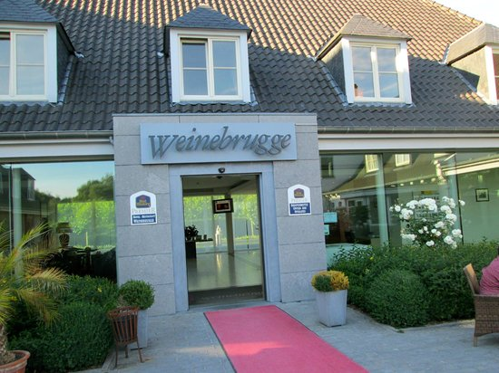 Best Western Premier Weinebrugge: Main entrance to the hotel.