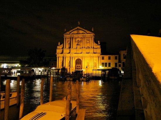 Hotel Carlton on the Grand Canal: Vista à noite, ainda mais linda do que de dia!
