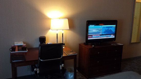 Ramada Vineland Millville Area: TV and desk area