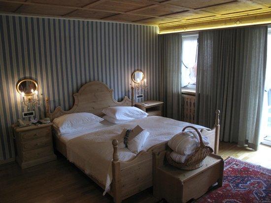 Hotel La Perla: Super comfy beds with high quality bedding