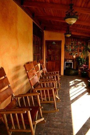 Camino Verde Bed & Breakfast Monteverde: deck outside our room