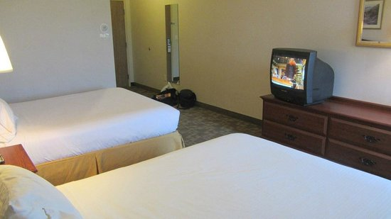 Quality Inn & Suites: Old style tv