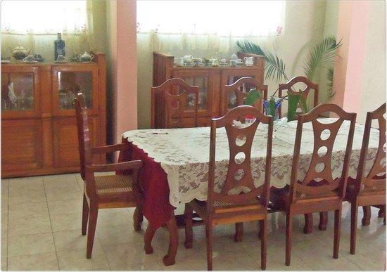 Vue La Montagne Lodge: dining room