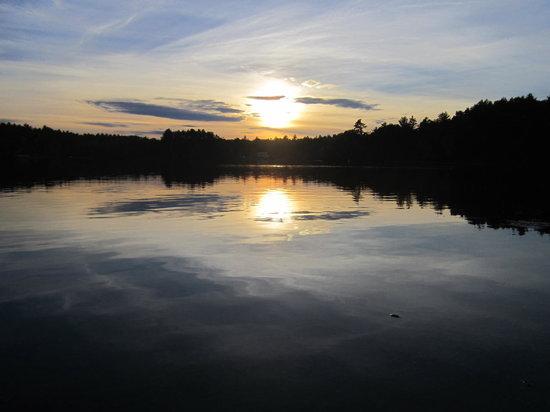 Danforth Bay Camping & RV Resort: Beautiful sunset over the lake