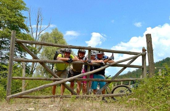Country House Villa Rey: Unterwegs mit den e-Bikes in Umbrien