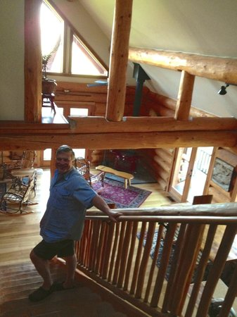 Sakura Ridge - The Farm and Lodge: Stairs from Mt. Adams room to common area