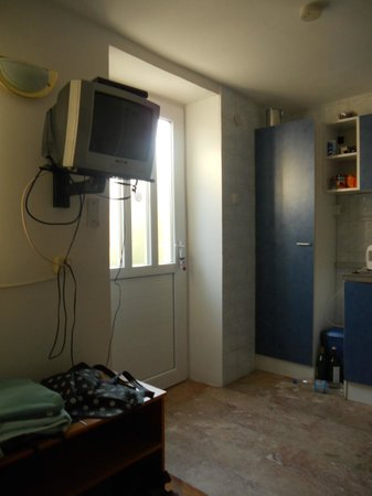 Peric Rooms and Apartments: view of door from inside