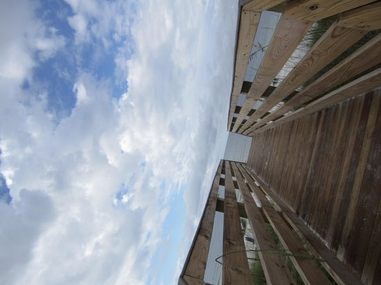 Embassy Suites by Hilton Destin - Miramar Beach: the walkway to the beach