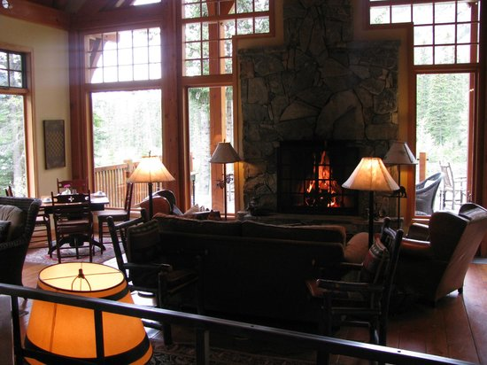 Cathedral Mountain Lodge: Dining Room