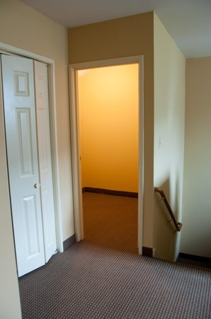 Holiday Inn Club Vacations Mount Ascutney Resort: storage room? at top of stairs
