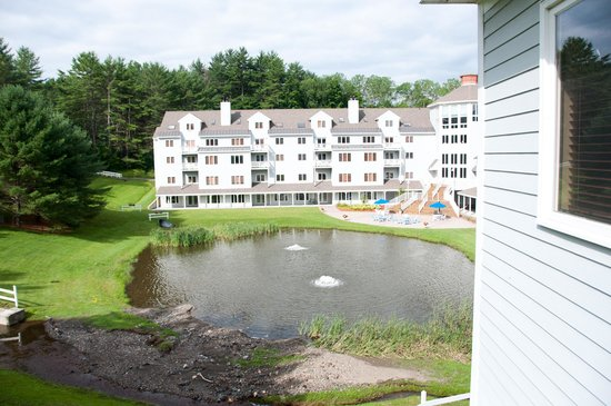 Holiday Inn Club Vacations Mount Ascutney Resort: view to right of balcony