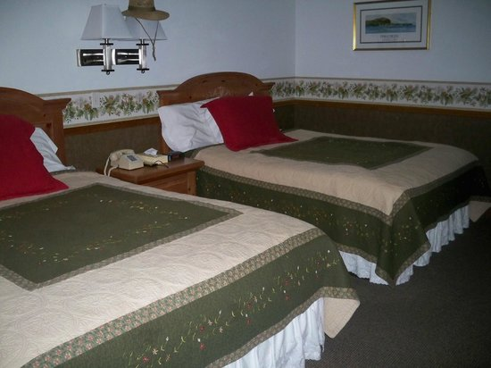 Main Street Motel: two queen size beds