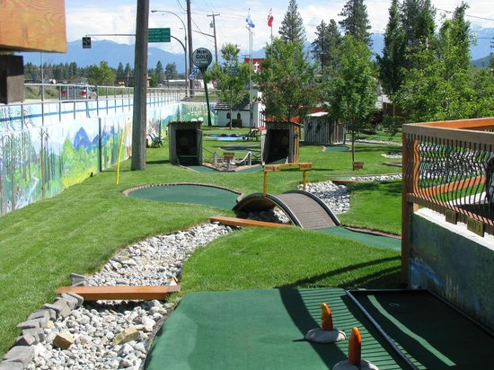 Elizabeth Lake Lodge: Mini golf