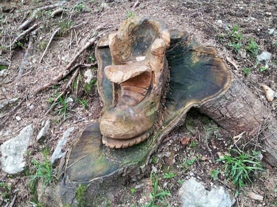 Una delle bellissime sculture in legno sulla strada del for Foto bellissime