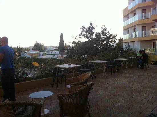 Hotel da Aldeia : terrace area outside the mini bar