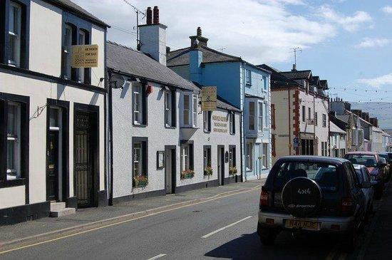 Churchbank Bed and Breakfast: The Sailor's Return Pub on Church Street