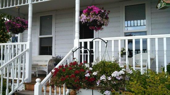 Bluebird Inn : Entrance