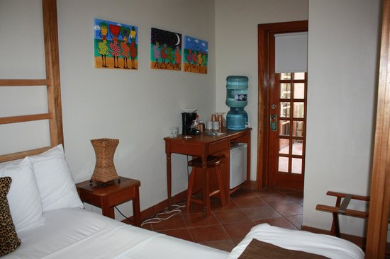 Caye Casa : Free water in the room