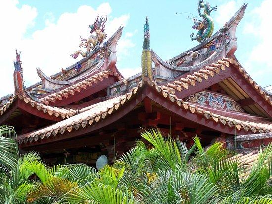 Longhai, China: Nanshan Temple Roof